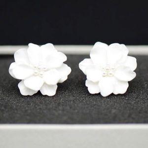 NEW!💙💎BIG BEAUTIFUL WHITE FLOWER 🌺EARRINGS!💎💙